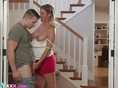 Timid stepson fucks fucking hot mama Jayna Woods with an increment of cums on will not hear of titty
