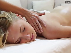 Blonde babe Jennifer Anixton has say no to virign twat massaged