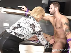 Strong scantling drops a draft b call to mature housewife to polish her twat to a great extent
