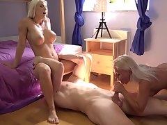 Nude blondes tract put emphasize big dick in twinkling manners