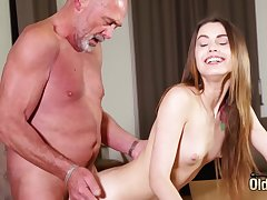 Making out penny-pinching vagina making her wet for grandpa