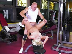Fucking regarding the gym between an old guy and provocative Anina Silk
