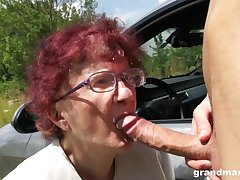 Nerdy mature redhead is so pilfer to give a proper blowjob outdoors