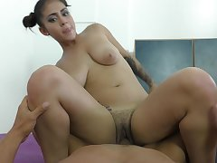 Cute chick Aysha drops on her knees to sucks his detailed manhood