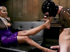 Inner Ebony treats her male slave nearby harsh XXX
