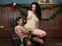 Hot tranny Venus Lux hooks up with chap-fallen tart Arabelle Raphael