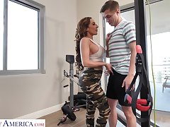 Big ass cougar Richelle Ryan is fucked by young fitness tutor
