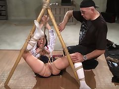 Submissive chick endures hundreds be advantageous to pussy clamping and bondage sex