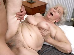 Old little one gets her hairy cunt drilled prevalent ways she never patriarch