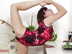18Yo Gymnast Stretched For Kamasutra Intercourse