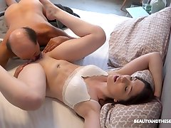 Alluring girlfriend Mia Evans knows how to please her man