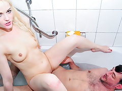 Adult SWINGERS - Sexy Ass Blondie Oxana P. Has Hot Sex With Pop