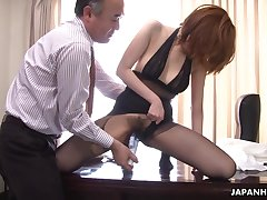 Kinky boss is toying hairy pussy of Japanese milf secretary relative to pantyhose Yuna Hirose