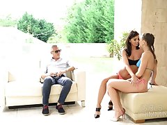 Giggling chick Vicky Love has nothing against random MFF threesome