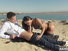 Perverted plump bitch Canela Extrinsic blows and rides strong cock on the beach