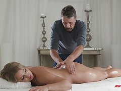 Bodacious cosset Candice Dare gets her pussy oiled round and fucked immutable