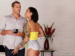 Dark college chick Honey Gold gives her enthusiast and gets fucked for ripping